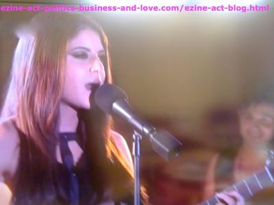 Loren Tate (Brittany Underwood) Sang One of her Love Songs in Eddie Duran's Show in Hollywood Heights.
