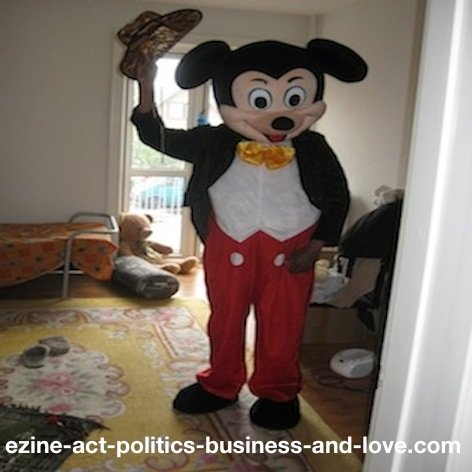 Ezine Acts Play: Playing Mickey Mouse. Walt Disney creation to play and make entertainment influential, to build your passion.