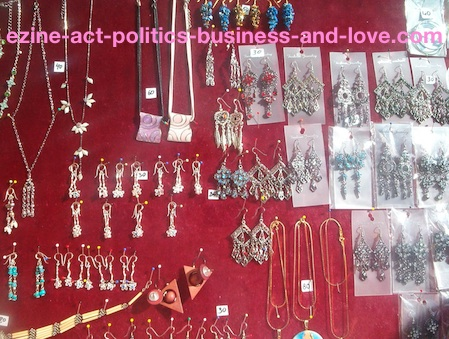Garage Sale: Ezine Act's Insights to Organize Selling Girls Accessories on Garages and Flea Markets.