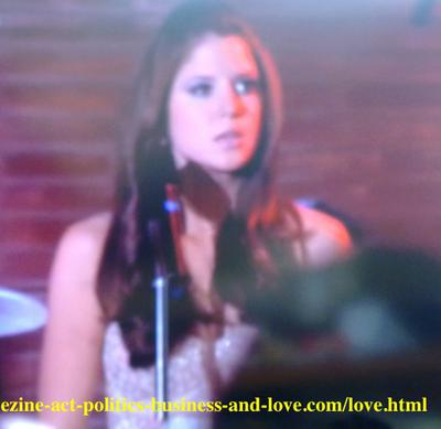 I Love a Mom with 3 Kids: Loren Tate (Brittany Underwood) singing for love in Hollywood Heights